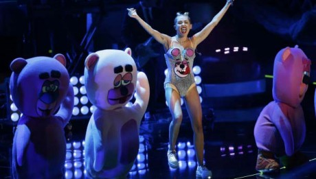 10-01_MileyVMA